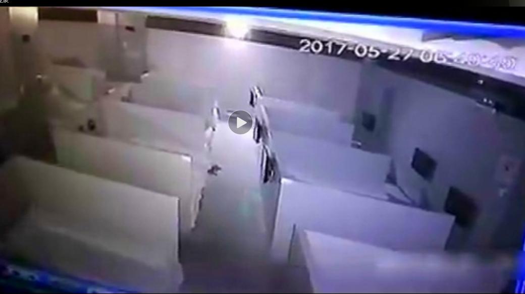 男子自称喝酒后在西安一浴场被性侵,看完监控吓了一跳!监控录下了全过程