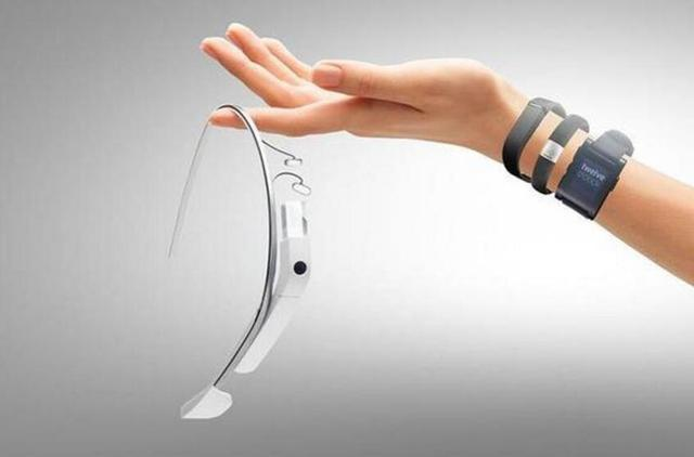 五款多彩配色智能手环推荐:大屏触控高颜值,年轻人的运动搭档