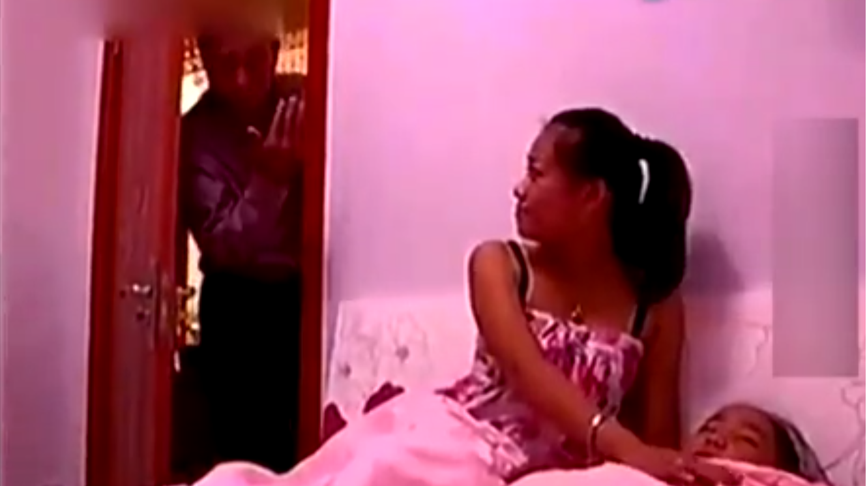 视频公公日媳妇_儿子不在了,公公与儿媳地下情长达10年,婆婆发现后行为举动吓人!